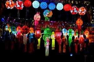 Loy Krathong Dekoration Nachts
